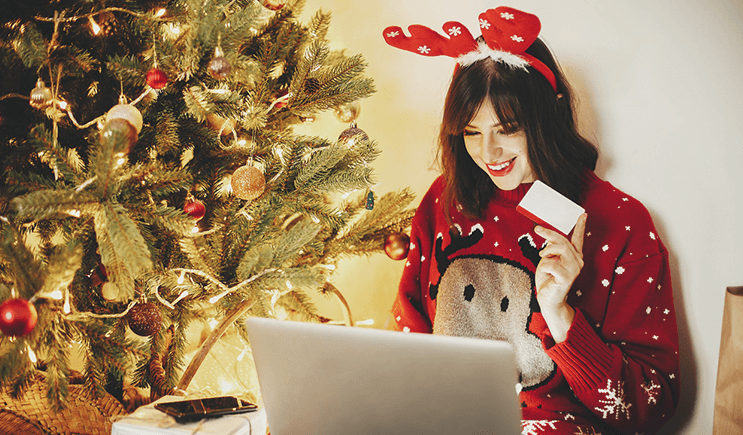 How to save money while buying Christmas presents